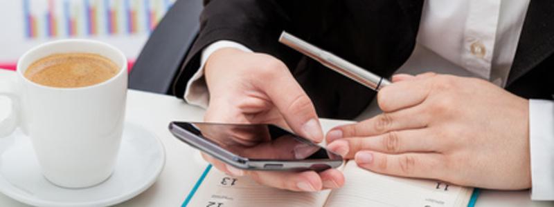 Egal, ob beruflich oder privat, das Smartphone gehört fest zum Alltag. - Foto: © Photographee.eu - Fotolia.com