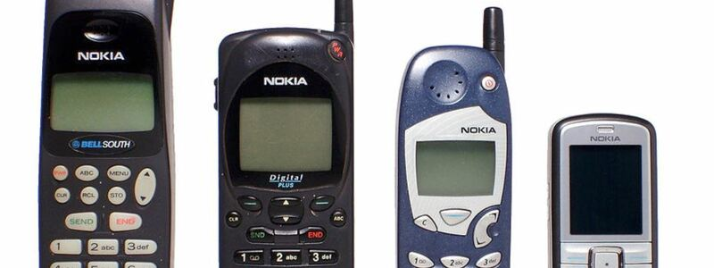 Innerhalb von nur wenigen Jahren entwickelten sich die Geräte immer mehr zu nutzerfreundlichen und handlicheren Mobilfunktelefonen. - Foto: commons.wikimedia.org © Jorge Barrios (CC0 1.0)