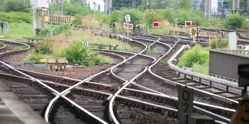 Schienen am Bahnsteig - Foto: über dts Nachrichtenagentur