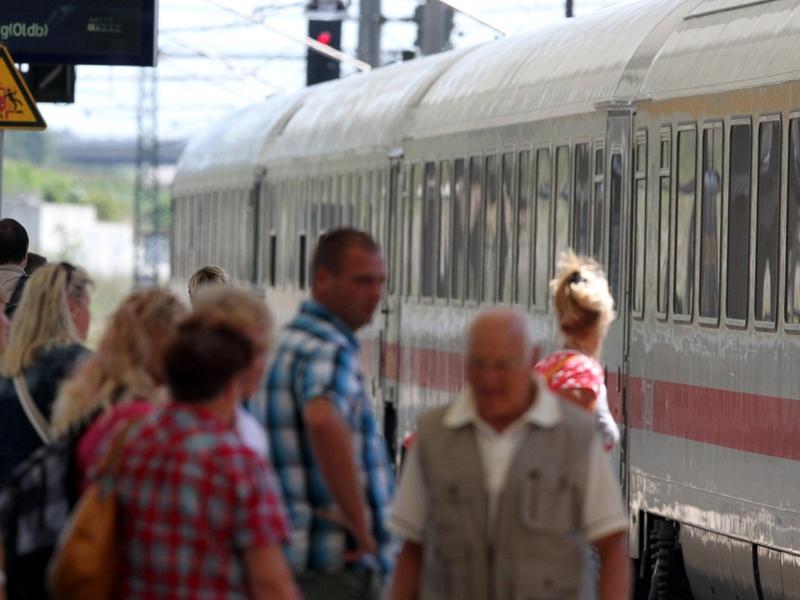 Reisende am Bahnhof - Foto: über dts Nachrichtenagentur