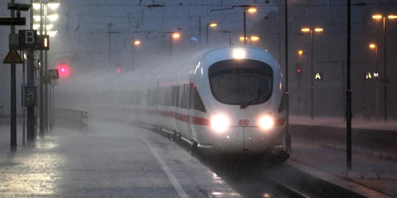 ICE-Zug bei Unwetter - Foto: über dts Nachrichtenagentur