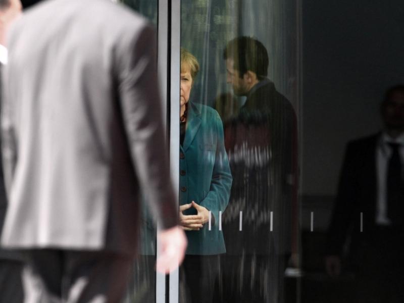 Angela Merkel mit Bodyguards - Foto: über dts Nachrichtenagentur