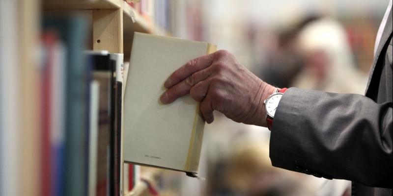 Leser mit Büchern - Foto: über dts Nachrichtenagentur