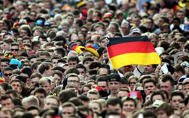 Fußballfans auf der Berliner Fanmeile am 26.06.2014 - Foto: über dts Nachrichtenagentur
