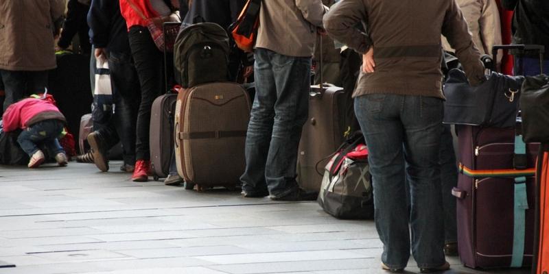 Touristen beim Check-in am Flughafen - Foto: über dts Nachrichtenagentur
