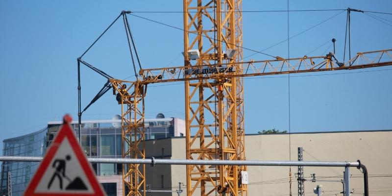 Baukräne auf einer Baustelle - Foto: über dts Nachrichtenagentur