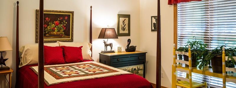 Zu viele Einrichtungsstücke kann ein Schlafzimmer überfüllt wirken lassen - Foto: pixabay.com © JamesDeMers CC0 1.0