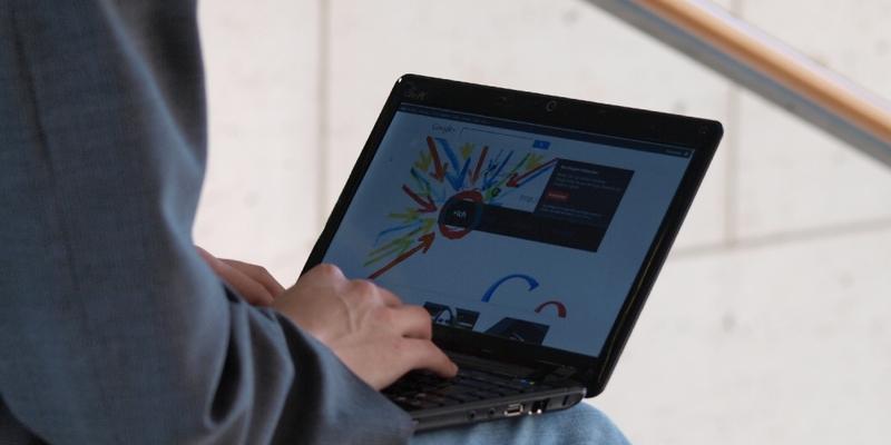 Google+-Nutzer am Computer - Foto: über dts Nachrichtenagentur