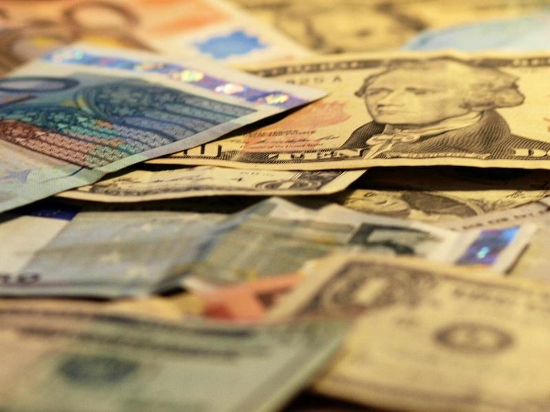Euro- und Dollarscheine - Foto: über dts Nachrichtenagentur