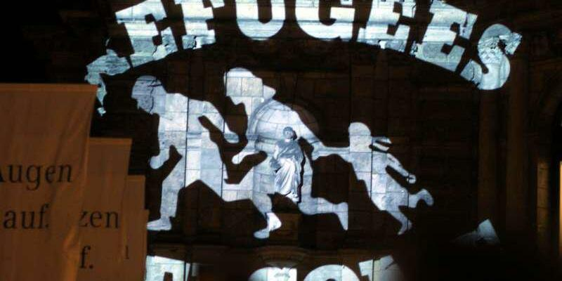 Refugees welcome-Logo auf der Semperoper - Foto: über dts Nachrichtenagentur