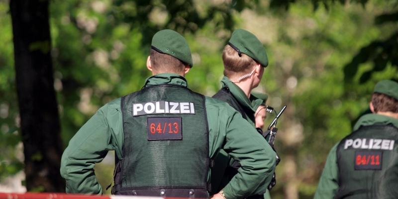 Polizisten an einer Absperrung - Foto: über dts Nachrichtenagentur
