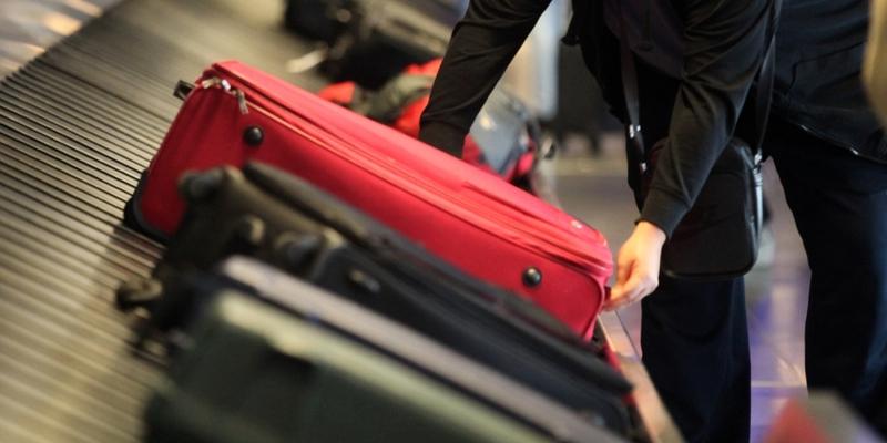 Reisende an einem Gepäckband - Foto: über dts Nachrichtenagentur