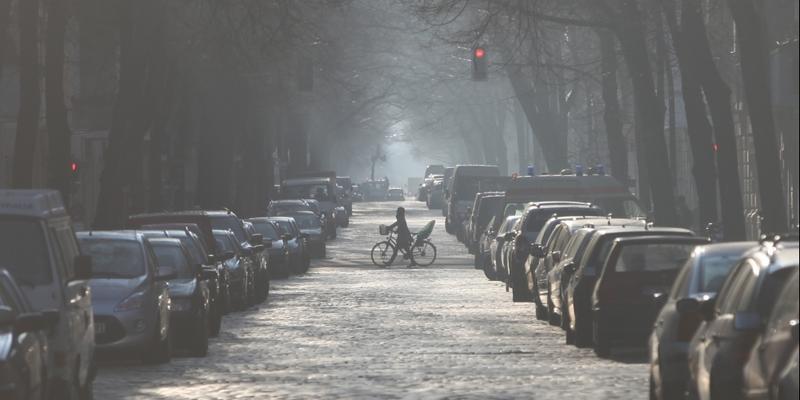 Parkende Autos in einer Straße - Foto: über dts Nachrichtenagentur