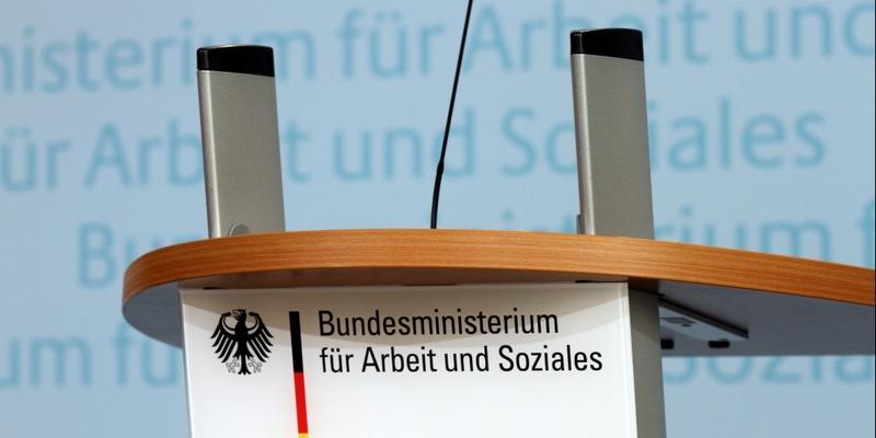 Rednerpult im Bundesministerium für Arbeit und Soziales - Foto: über dts Nachrichtenagentur