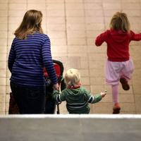 Mutter mit zwei Kindern - Foto: über dts Nachrichtenagentur