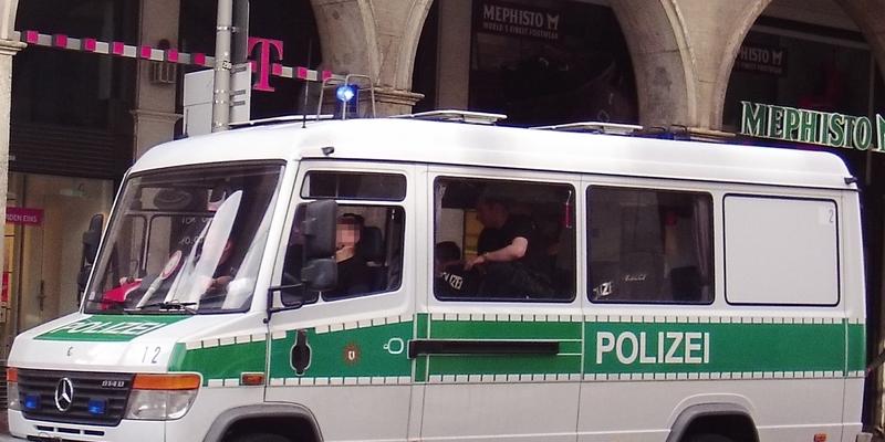Einsatzkräfte Polizei - Foto: ad-hoc-news.de