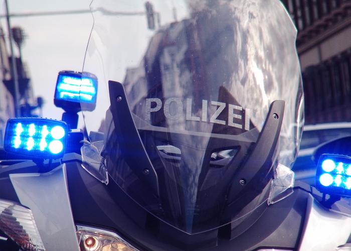Duisburg In Einem Mannschaftswagen Der Duisburger Polizei