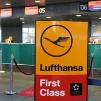 Lufthansa-Check-in-Schalter am Flughafen - Foto: über dts Nachrichtenagentur
