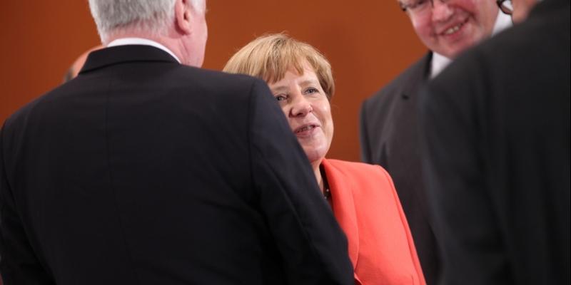 Horst Seehofer, Angela Merkel und Peter Altmaier - Foto: über dts Nachrichtenagentur
