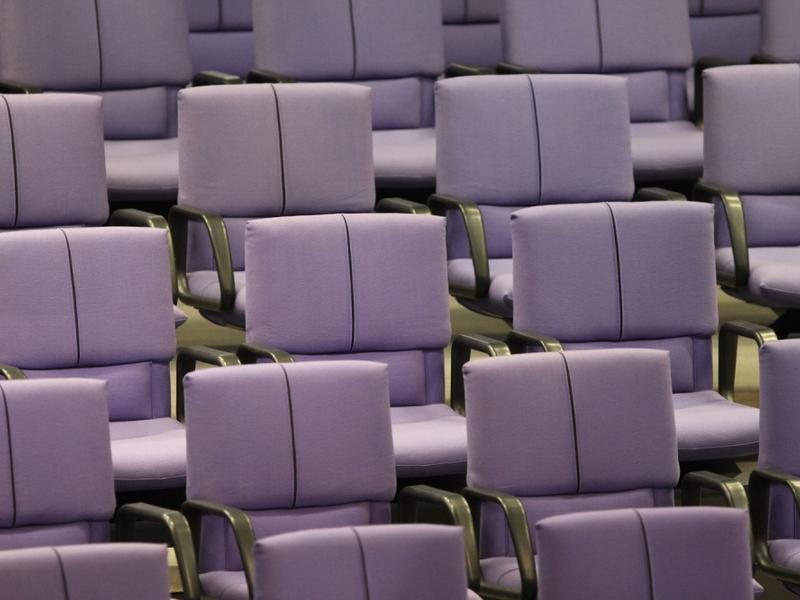 Leere Abgeordnetenstühle im Bundestag - Foto: über dts Nachrichtenagentur
