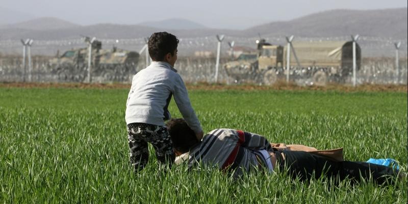 Flüchtlinge vor dem mazedonischen Grenzzaun - Foto: über dts Nachrichtenagentur
