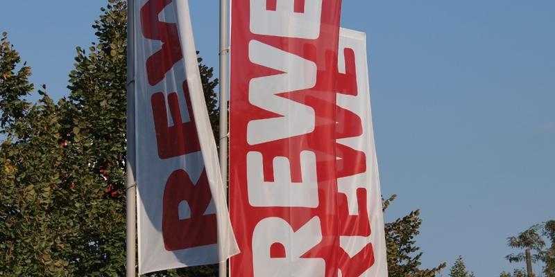 Rewe-Fahnen - Foto: über dts Nachrichtenagentur