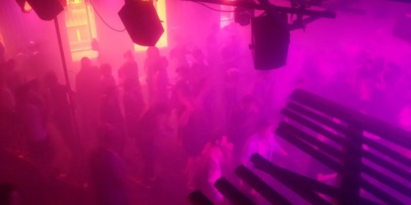 Tanzende in einem Techno-Club - Foto: über dts Nachrichtenagentur