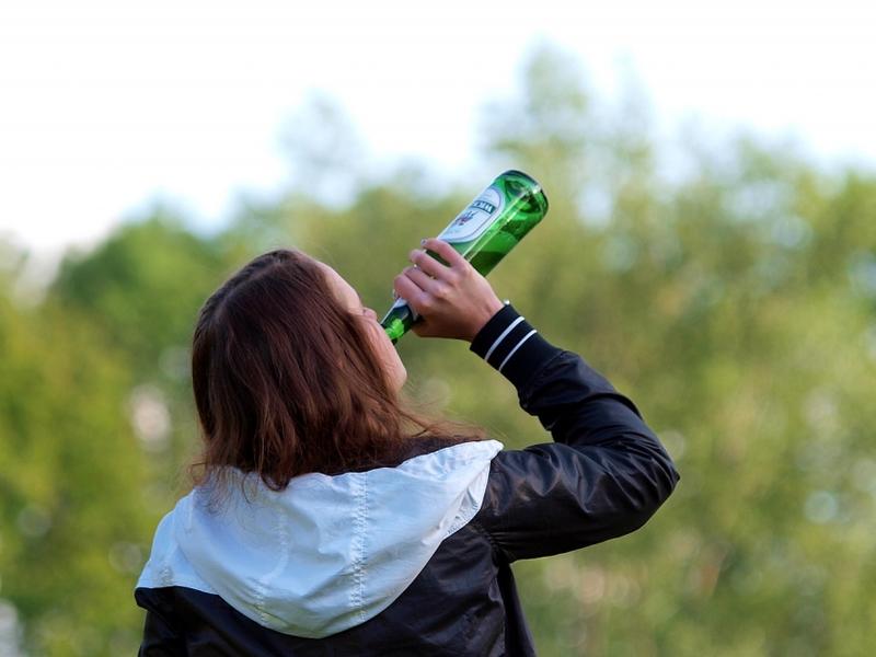 Biertrinkende Frau - Foto: über dts Nachrichtenagentur