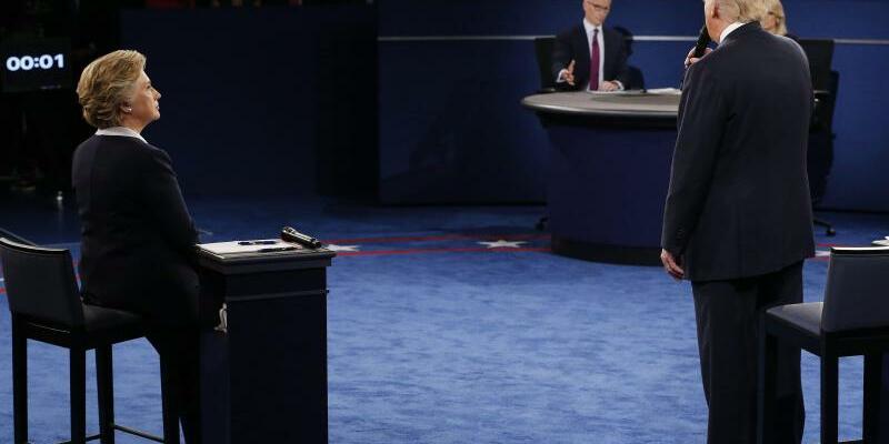 Drei gegen einen? - Foto: «Es ist drei gegen einen», sagte Trump, als die Moderatoren ihn baten, beim Thema zu bleiben. Foto:Jim Bourg
