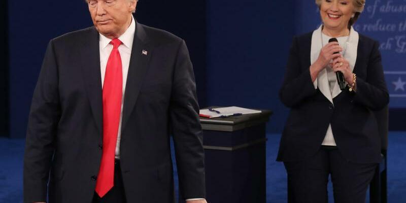 Donald Trump während der zweiten TV-Debatte - Foto: Jim Lo Scalzo