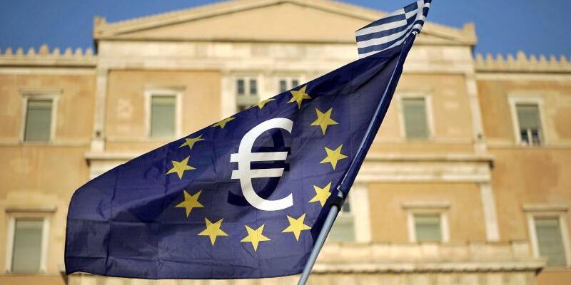 Hilfspaket Griechenland - Foto: Griechisches Parlament in Athen: Das überschuldete Euro-Land hatte in einer dramatischen Finanzlage 2015 als Gegenleistung für weitere Hilfen weitreichende Reformen versprochen. Foto:Fotis Plegas/Archiv