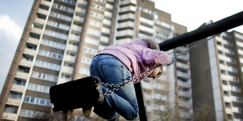 Kinderarmut - Foto: Fünf Prozent der deutschen Kinder (2,4 Millionen) sind von Armut bedroht. Foto:Rolf Vennenbernd/Archiv