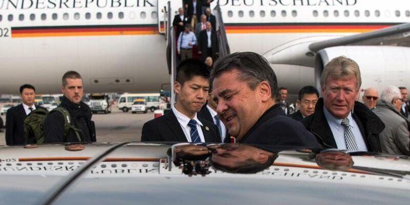 Ankunft in Peking - Foto: Bernd von Jutrczenka