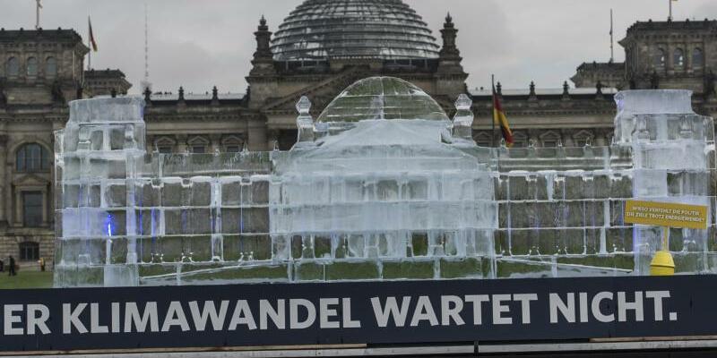 Eisiger Reichstag - Foto: Paul Zinken