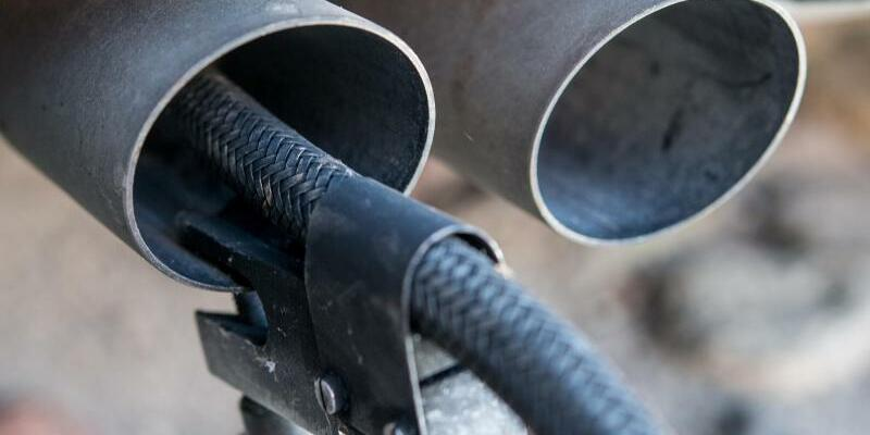 Abgasmessung - Foto: Die Forscher gehen davon aus, dass die Autokonzerne «immer systematischer Schlupflöcher in der bestehenden Regulierung ausnutzen». Foto:Patrick Pleul