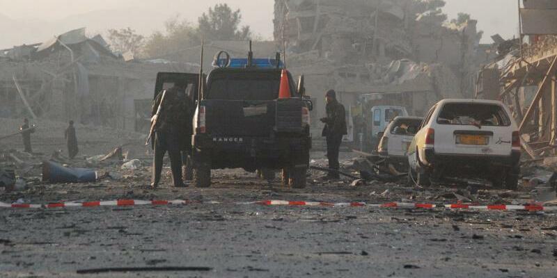 Anschlag auf deutsches Generalkonsulat - Foto: Abschiebungen von Asylbewerbern aus Afghanistan sind umstritten, weil es am Hindukusch immer wieder zu Anschlägen kommt, so etwa in der vergangenen Woche auf das deutsche Generalkonsulat in Masar-i-Scharif. Foto:Mutalib Sultani
