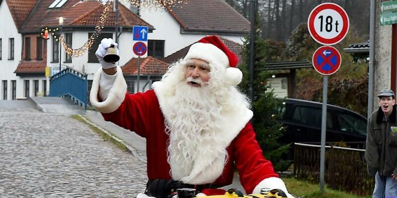 Ankunft des Weihnachtsmannes - Foto: Bernd Settnik