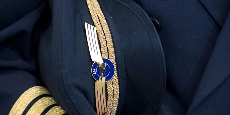 Lufthansa-Pilot - Foto: Boris Roessler