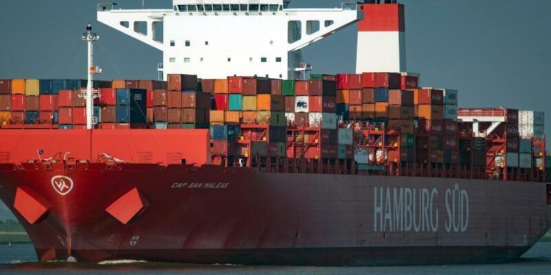 Container ship - Foto: Das Containerschiff «Cap San Naleas» von der Reederei Hamburg Süd. Foto:Axel Heimken