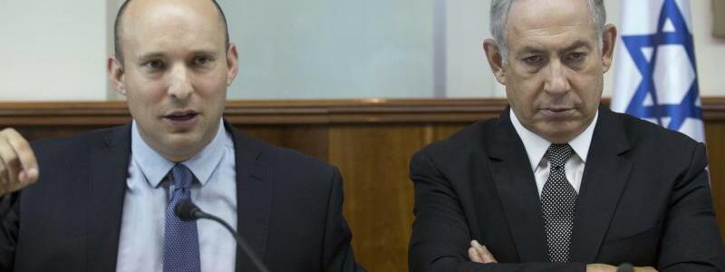 Netanjahu und Bennett - Foto: Premierminister Netanjahu (r.) und sein Erziehungsminister Naftali Bennett: Der ultrarechte Minister rief dazu auf, als Reaktion auf den UN-Beschluss Teile des palästinensischen Westjordanlandes zu annektieren. Foto:Abir Sultan