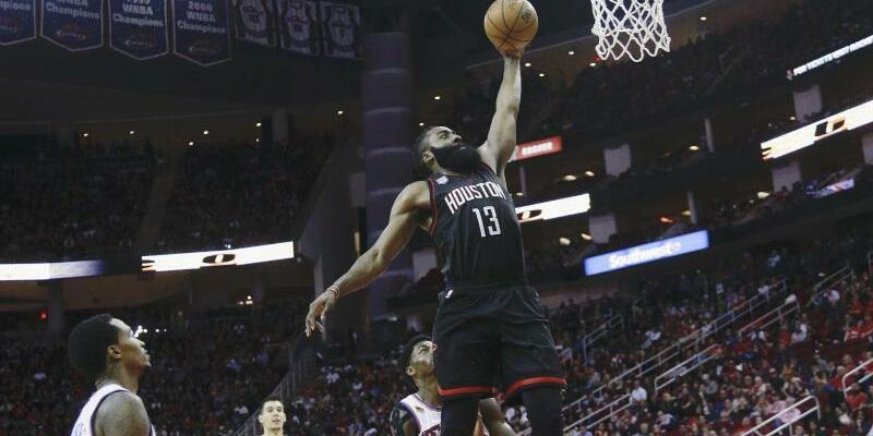 Superstar - Foto: James Harden (M.) zeigte für Houston eine überragende Leistung. Foto:Bob Levey