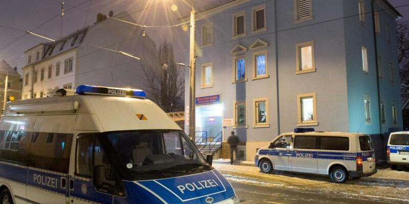 Großeinsatz der Polizei in Dresden - Foto: Arno Burgi