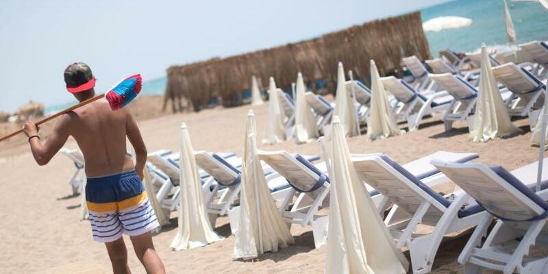Leerer Strand in Antalya - Foto: Keine Urlauber, nichts zu tun:Leerer Strand im türkischen Antalya. Foto:Marius Becker