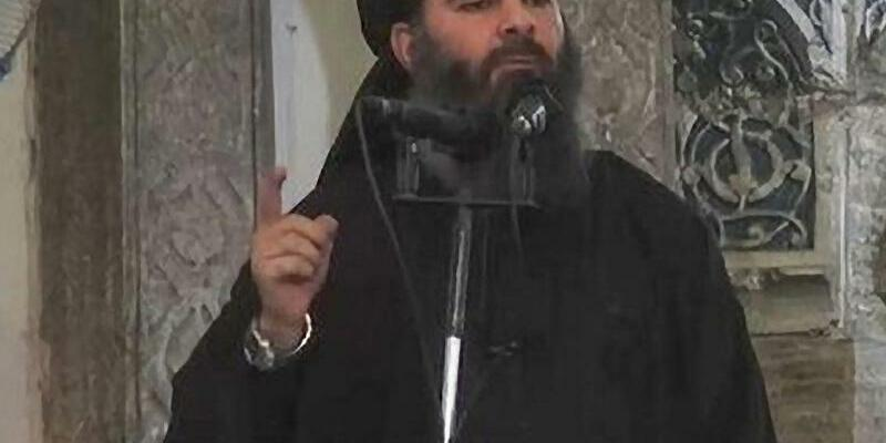IS-Führer Abu Bakr al-Baghdadi - Foto: Abu Bakr al-Baghdadi führt als selbsternannter Kalif die islamistische Terrormiliz IS. Foto:Islamic State Video/Archiv