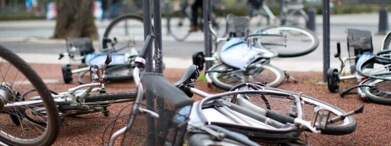 Umgestürzte Fahrräder - Foto: Martin Gerten