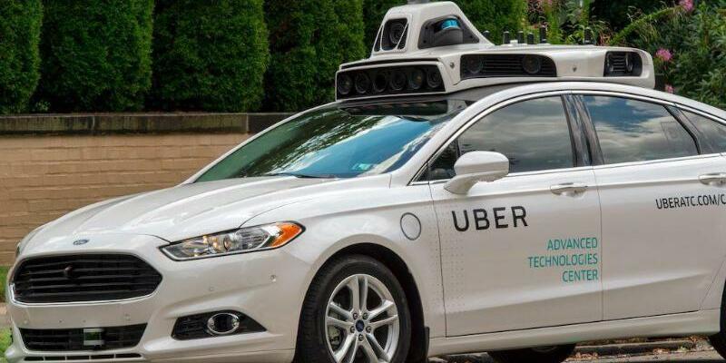 Selbstfahrender Uber-Wagen - Foto: Ein selbstfahrendes Uber-Fahrzeug in Pittsburgh, Pennsylvania, USA. Foto:Uber