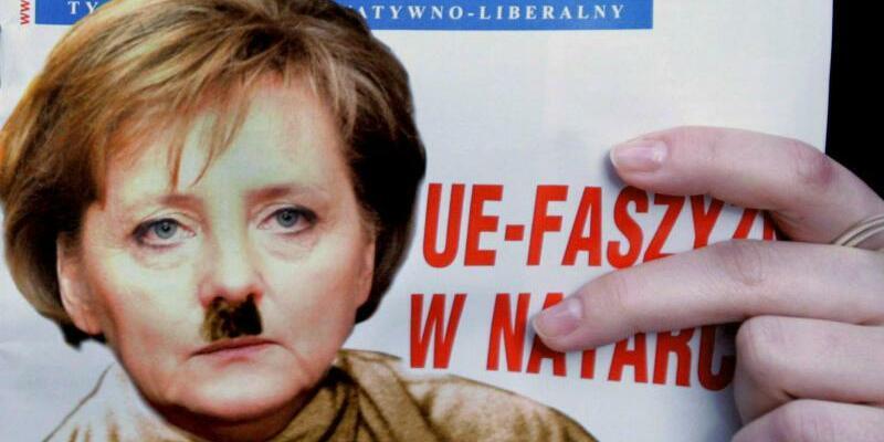 Merkel-Fotomontage - Foto: Nazikeule geht immer:Die polnische Zeitschrift Najwyzszy Czas! zeigt Angela Merkel mit Hitler-Bärtchen. Foto:EPA/PAP