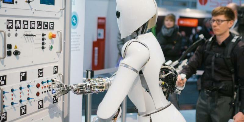 IT-Messe CeBIT - Foto: Der Roboter AILA auf der CeBIT Messe in Hannover am Stand des deutschen Forschungszentrums für Künstliche Intelligenz (DFKI). Foto:Ole Spata