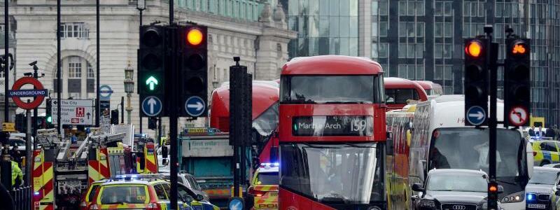 Straßensperrung - Foto: Straßensperre in der Nähe des britischen Parlaments in London. Foto:Victoria Jones