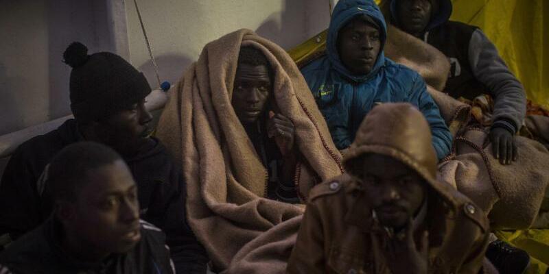 Flüchtlinge im Mittelmeer - Foto: Santi Palacios